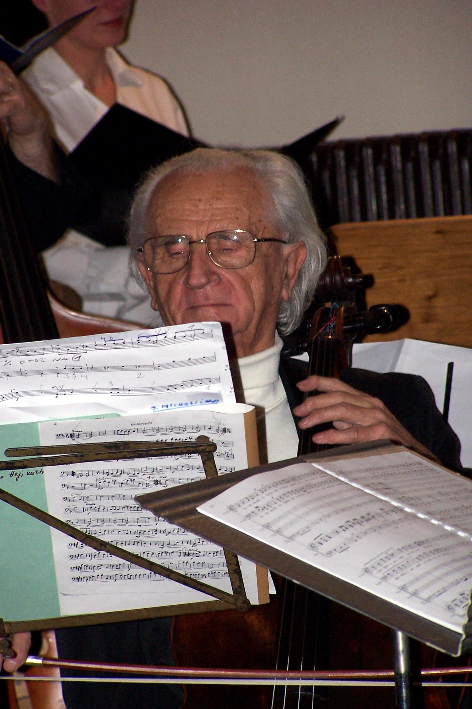 01b0b2b778 Tohoto violoncellistu bohužel neznám jménem